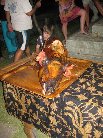 Lembongan Cliff Villas: Suckling Pig