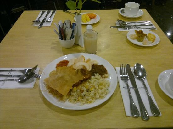 Aston Cengkareng City Hotel & CC: Buffet Breakfast