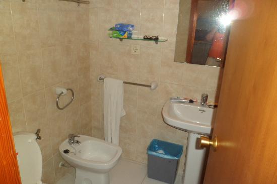 Apartamentos Luxmar: Bathroom in room 1202