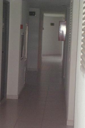Apartamentos Luxmar: Hallway on floor 12
