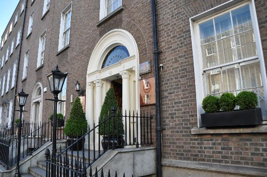 PREMIER SUITES PLUS Dublin Leeson Street: Ingången