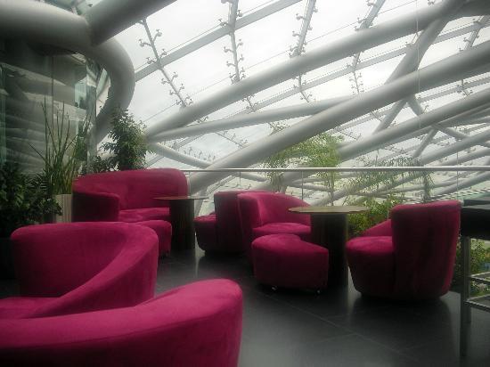 Bar Mayday - Red Bull Hangar-7 : Loungebereich der Mayday-Bar