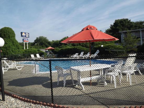 Econo Lodge Mystic - Groton: Inviting on a hot day