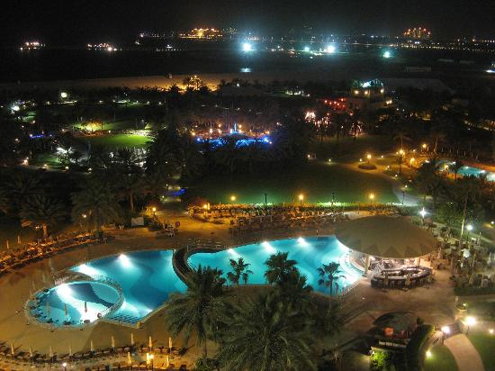 Le Royal Meridien Beach Resort & Spa: widok z pokoju w nocy