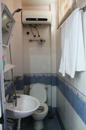 Golden Time Hostel: Bathroom with Towels