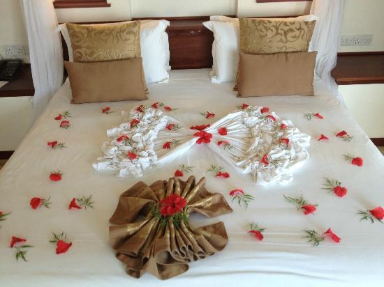 Sea Cliff Resort & Spa: Honeymooners bed