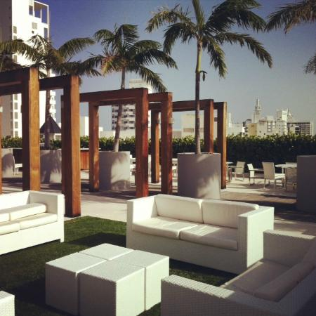 Boulan South Beach: Chilled area on roof top