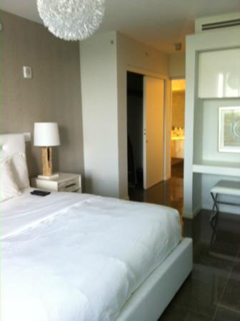 Boulan South Beach: Bedroom to bathroom
