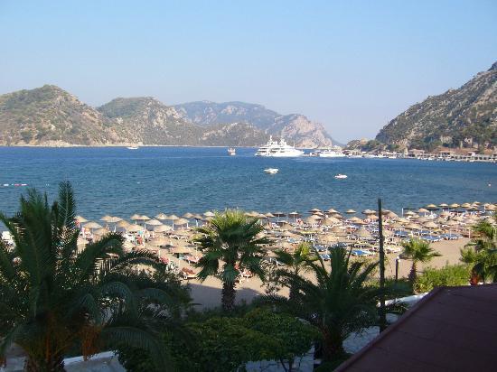 Kontes Beach Hotel: Utsikt från balkongen