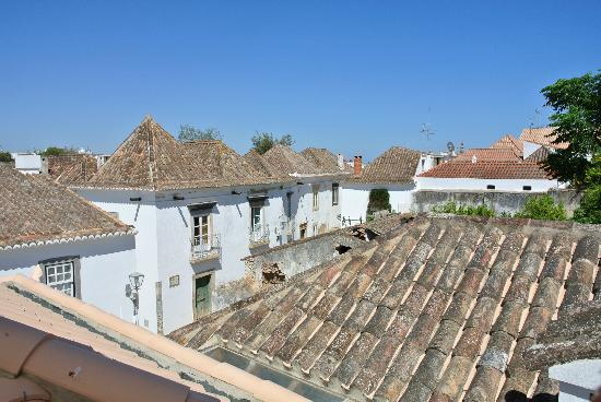 Calcada Guesthouse : Views from roof terrace