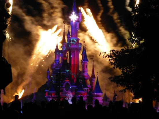 Disneyland Park: Castle at night