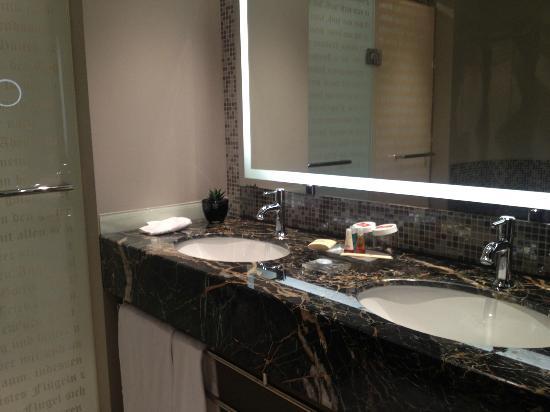 Steigenberger Grandhotel Handelshof: restroom