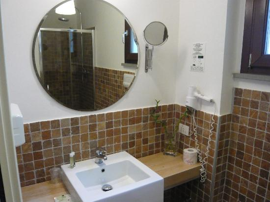 Villa Belmonte: lato lavandino del bagno