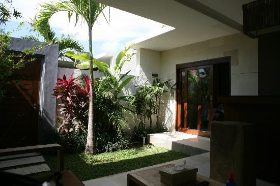 La Belle Villa: Garden in front of room