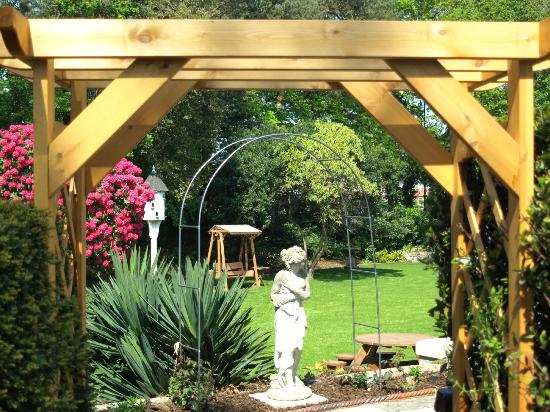 The Grove Hotel: Here is a view of our loverly garden
