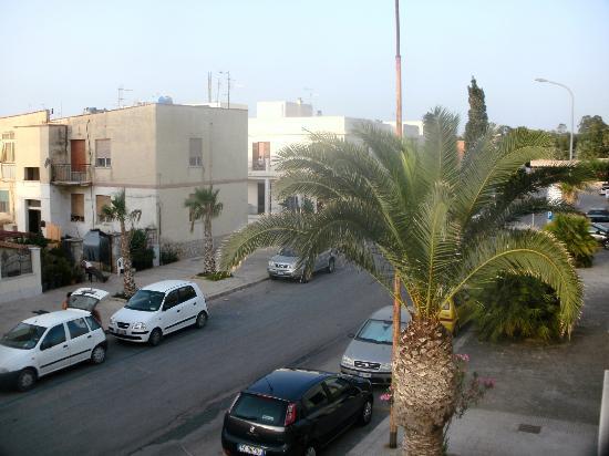 Via Cavour dal balconcino dell'Hotel Sabbia d'Oro