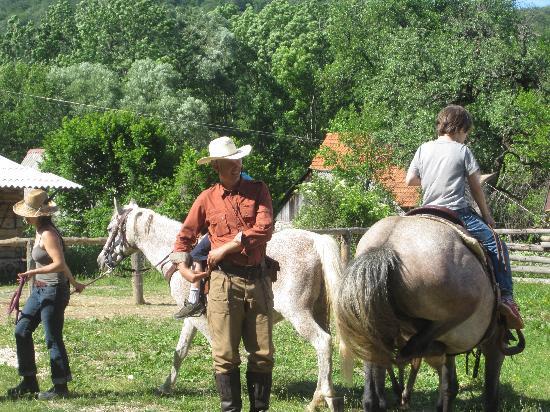 Linden Tree Retreat & Ranch : Bozidar teaches western riding