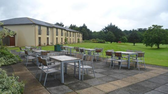 Lanhydrock Hotel and Golf Club: Back of the Hotel/Patio area