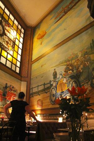 Le Bugatti: dining room with murals depicting the early days of driving