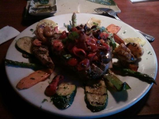 Mezza Grille: Ahi Tuna Plate