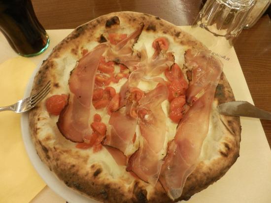 "Pizzeria Funiculi : Pizza ""Antonio De Curtis"""