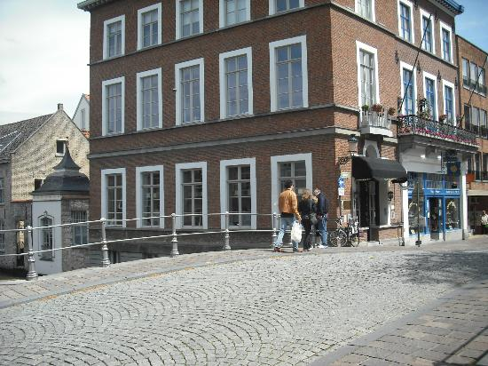 Canalview Hotel Ter Reien: Hotel exterior