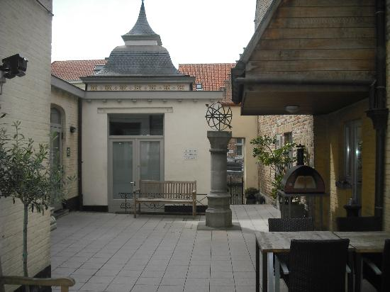 Canalview Hotel Ter Reien: The courtyard