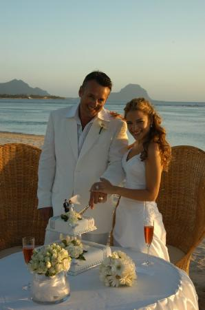Maradiva Villas Resort and Spa: Wedding ceremony on beach