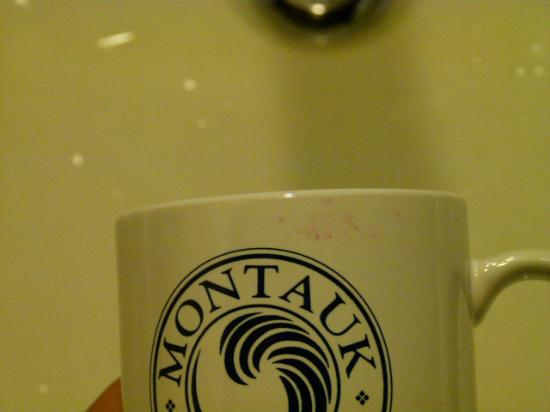 Montauk Yacht Club Resort & Marina: Lipstick on coffee cups...