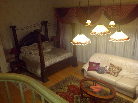 Cherry Valley Manor : Tiffany Suite