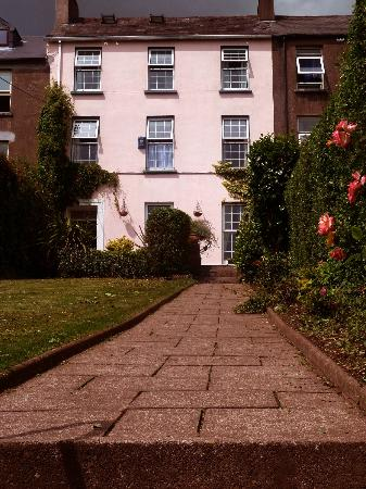 Ardara House Bed & Breakfast: Summerhill Entrance