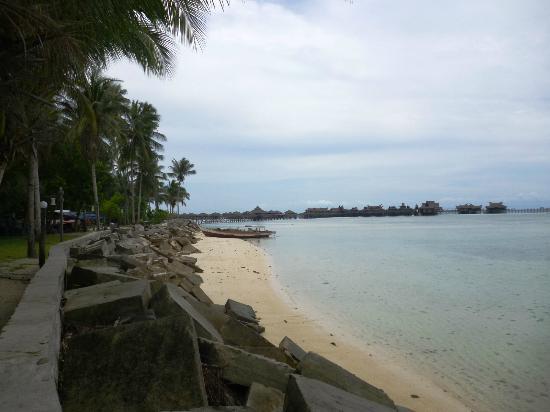 Sipadan Mabul Resort: Vie from Mabul shore towards the Water Bungalow Resort 
