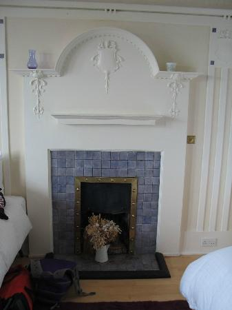 Gardenrose B&B: Our bedroom tiled fireplace