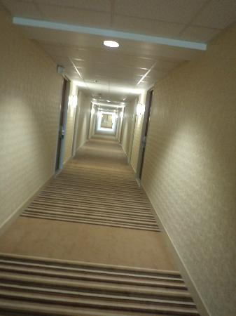 Four Points by Sheraton London: hallway