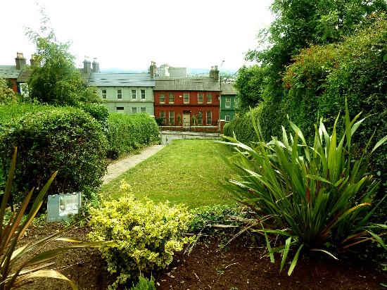 Ardara House Bed & Breakfast: Garden For Guest Use