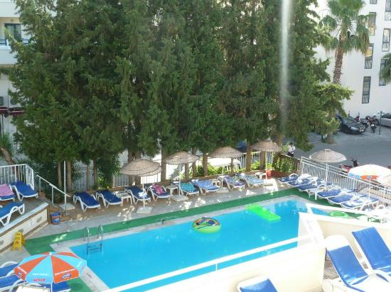 Kapmar Hotel : Pool view from Room 212