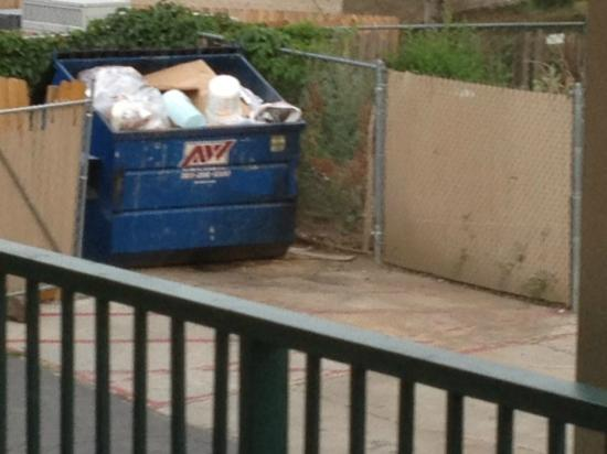 Motel 6 Denver - Lakewood: dumpter next to the large dumpter right out side our room