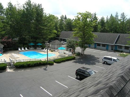 Traverse Bay Inn: Rooftop View of Pool and Grounds