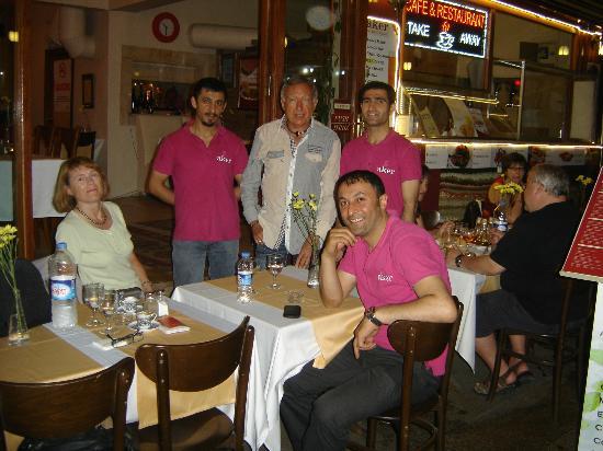 Aker Cafe Restaurant: dernier repas avant le retour...