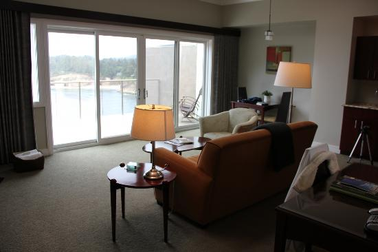 Whale Cove Inn: Living Room