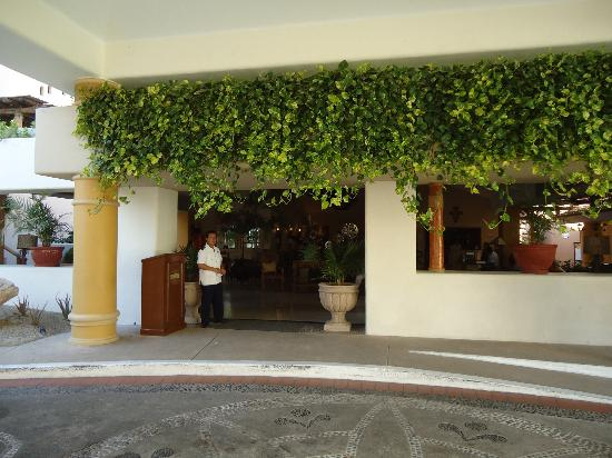 Marina Fiesta Resort & Spa: Portico entrance to hotel