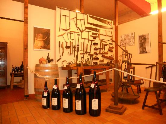 Zeni Winery and Wine Museum: equipment