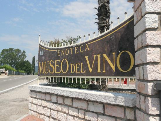 Zeni Winery and Wine Museum: entry
