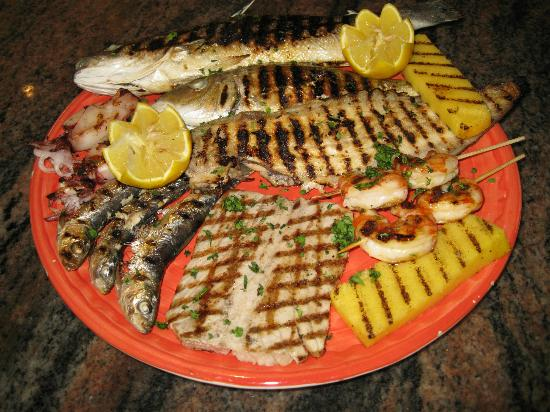 Grigliata mista di pesce alla griglia foto di ristorante for Cucina italiana pesce