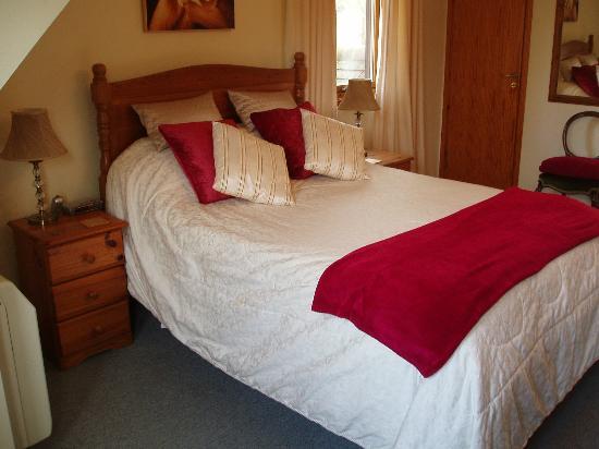 Clock House: DOUBLE / TWIN BEDROOM EN-SUITE