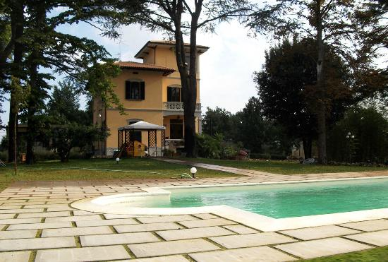 Villa Merelli: Esterno