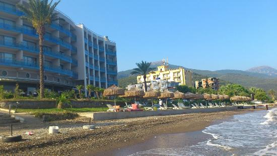 Faustina Hotel: right on the seashore..no need to plan a trip to the beach