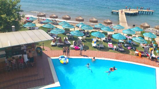 Faustina Hotel: the pool bar-view from above 