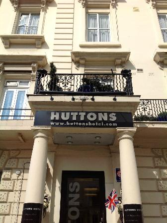 Huttons Hotel: entrance