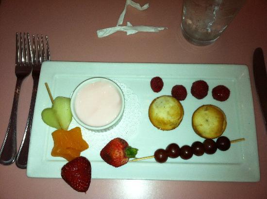American Girl Bistro: Fruit appetizer